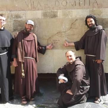 Fr. Pierre (à gauche) et nos frères de passage.