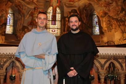 Fr. Samuel-Marie (droite) et un frère étudiant à Rome..
