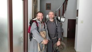 F. Antonio et Fr. Fack, franciscains conventuels, en mission itinérante.