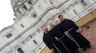De gauche à droite : fr. Grégoire, fr. Anton, fr. Hugo.
