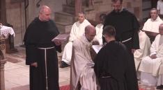 Profession de fr. Grégoire entre les mains de fr. Jean - François - Marie.