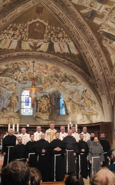 Les novices après leur profession, dans la basilique inférieure St François d'Assise.