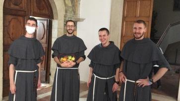 Nos quatre novices français : de gauche à droite : fr. Raphaël, fr. Charles-Eric, fr. Clément, fr. Gabriel.