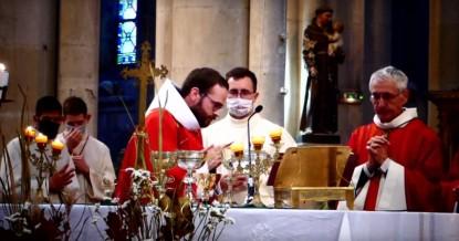 Fr. Jérémie-Marie à l'autel