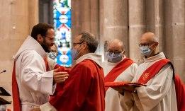 Vêture : fr. Jérémie-Marie reçoit l'étole du diacre
