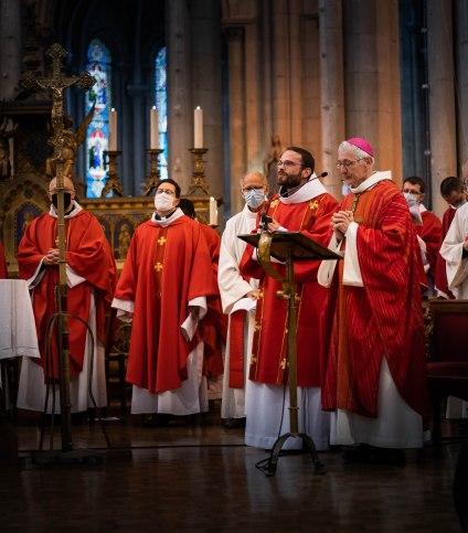 Fr. Jérémie - Marie avec Mgr. Delmas et les concélébrants après le rite d'ordination