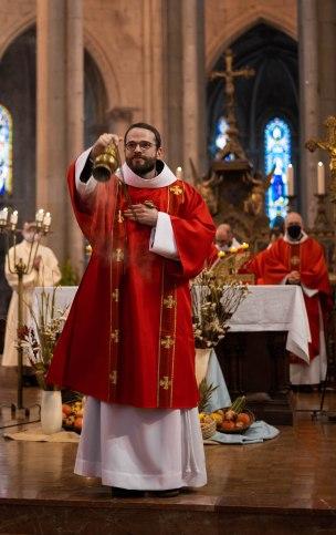 fr. Jérémie encense l'assemblée