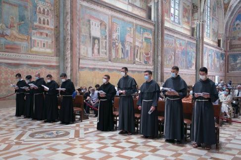 Les novices avant leur profession dans la basilique Saint François